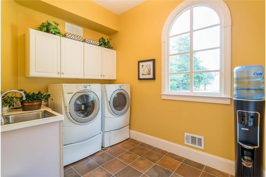 106-1155: Home Interior Photograph