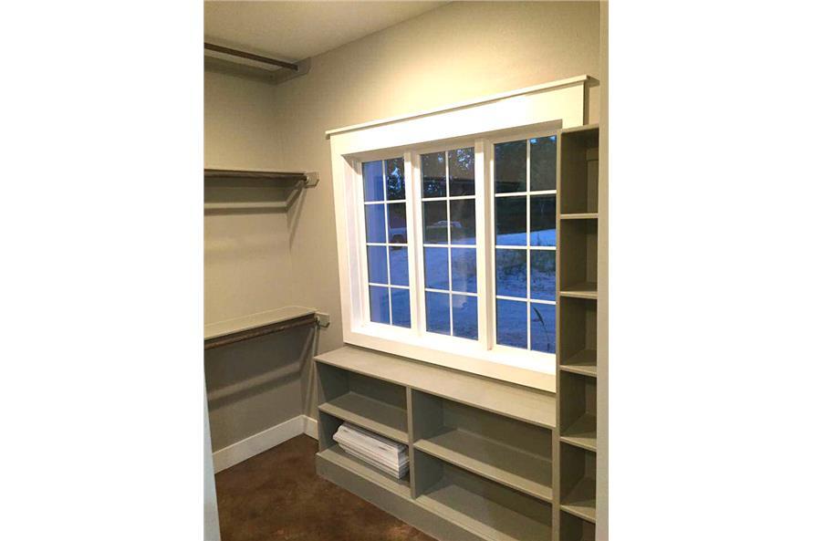 106-1313: Home Interior Photograph-Storage and Closets
