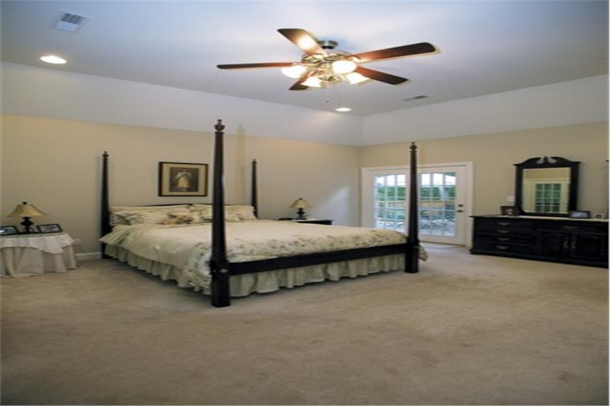 109-1174 house plan master bedroom