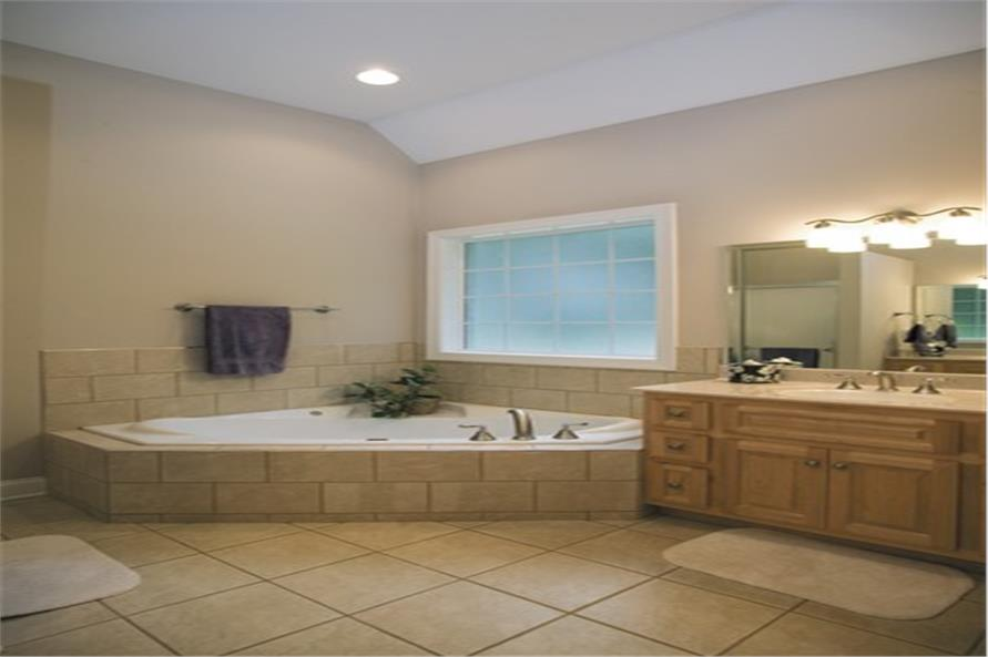 109-1174 house plan master bath