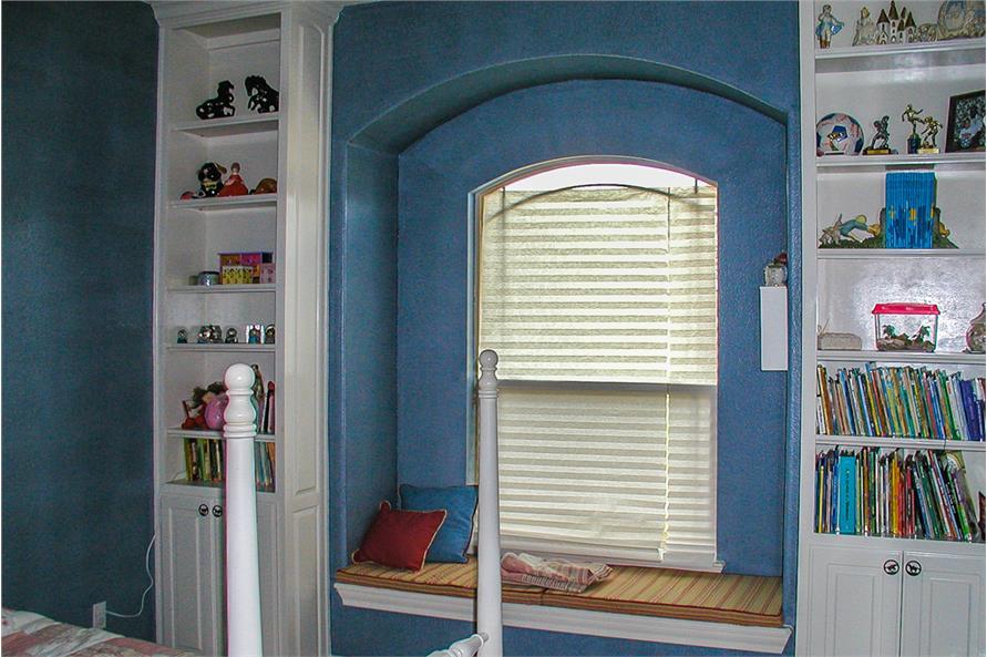 136-1037: Home Interior Photograph