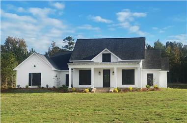 4-Bedroom, 2513 Sq Ft Farmhouse Home - Plan #140-1112 - Front Exterior