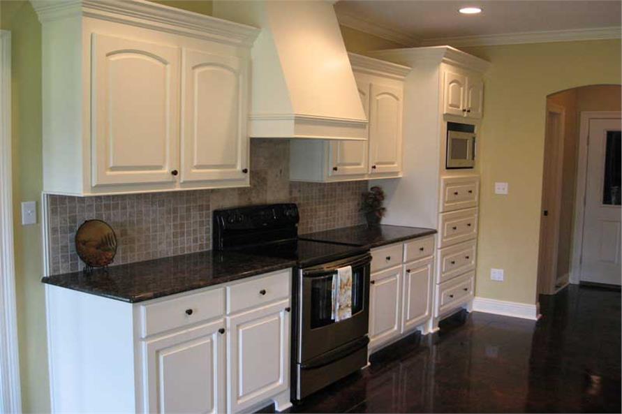 Kitchen Photo #2