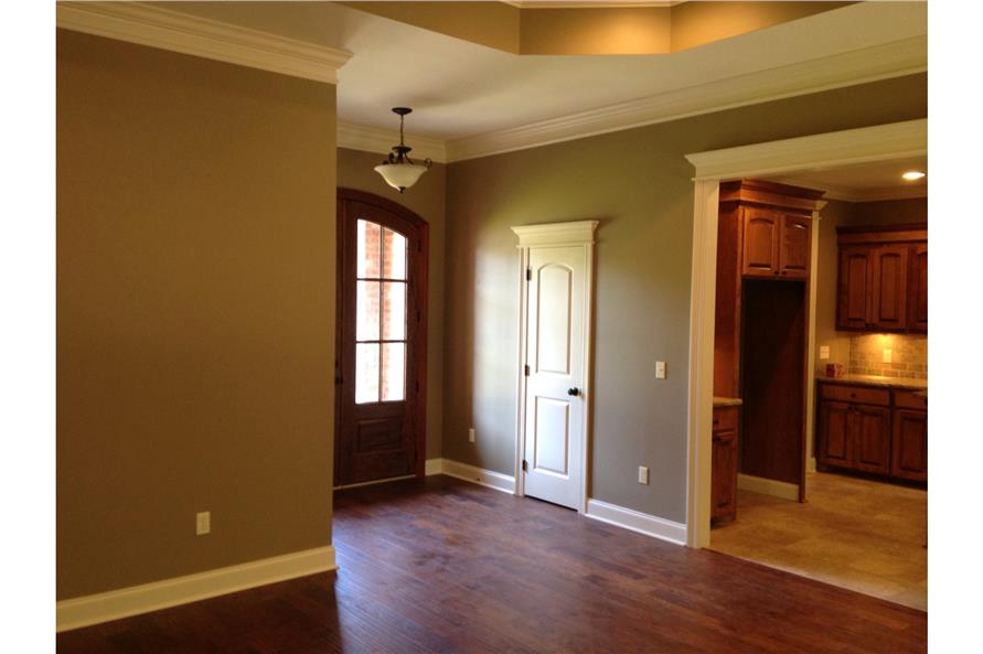 142-1087: Home Interior Photograph-Entry Hall: Foyer