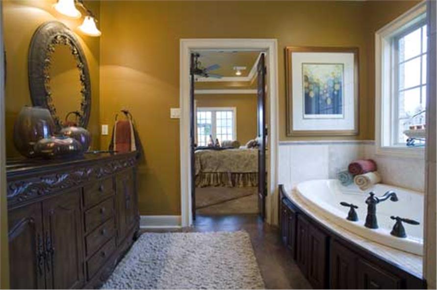 153-1068: Home Interior Photograph-Master Bathroom