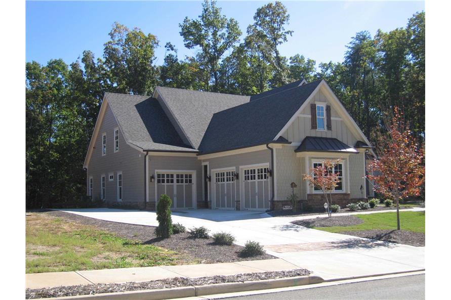 163-1047: Home Exterior Photograph-Garage