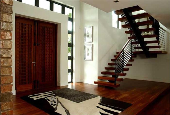 Photo of wood-floor entry Plan #107-1015